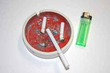 cigarros consumidos no cinzeiro