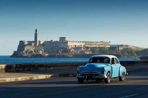És evident l'isolacionisme en què viu Cuba, perseguit penalment durant més de cinc dècades. La foto parla per si sola. Els cotxes, en general, són aquests. I l'equip mèdic segueix la mateixa línia. Tot això val la pena