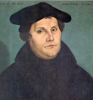 """Lutero foi certamente um homem profundamente religioso, dotado de firme confiança em Deus, diligente no trabalho e desinteressado de si. A estes dons, porém, associava-se um temperamento apaixonado, que podia chegar as raias do doentio; uma convicção cega de que tinha recebido de Deus a missão de um profeta; uma propensão à discussão, ao exagero trágico e ao cinismo. Deixava-se guiar pelas emoções mais do que pela razão, principalmente em matéria teológica – o que decorre do princípio luterano de que a fé é alheia à razão. Ele mesmo dizia que """"nenhuma obra boa se faz por sabedoria, mas que tudo se realiza como que por uma espécie de vertigem ou torpor"""". Infelizmente as boas intenções de Lutero não levaram ao objetivo almejado, pois dividiram os cristãos e geraram um princípio de divisão até hoje fecundo; o protestantismo se esfacela em novas e novas comunidades, segundo o princípio subjetivo estabelecido por Lutero: cada crente é livre para interpretar a Bíblia como lhe pareça, sem dar atenção a instâncias extrínsecas. Um dos traços que muito exaltam Lutero aos olhos dos protestantes alemães, é a sua posição na história nacional alemã. Tem-se dito que Lutero era alemão até a medula dos ossos; o seu ódio antipapal correspondia ao ódio anti-romano e ao nacionalismo alemão da época: era alemão também pelo uso magistral da língua pátria, da qual a tradução luterana da Bíblia é um monumento."""